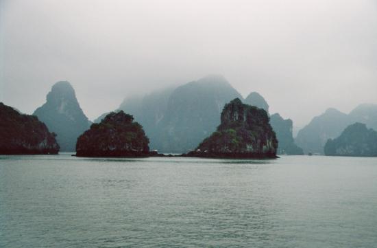 Leider lies der Regen nicht nach - Halong Bay im Dunst