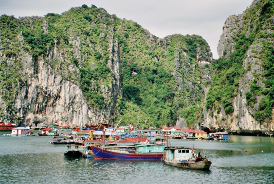 Floating Villages - hier konnte man Proviant kaufen und zusehen, wie die Dorfbewohner auf dem Wasser so leben