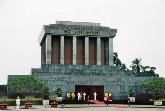 Onkel Hos Hütte - Das Ho Chi Minh Mausoleum in Hanoi