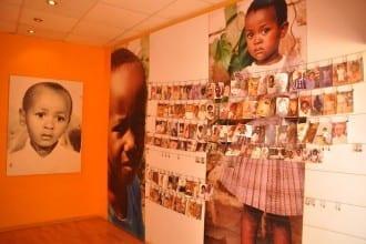 Abertausende Kinder sind dem Schlachten zum Opfer gefallen - eine Extrahalle erinnert an sie mit Bildern, aufgehangen durch die Eltern, Geschwister, Hinterbliebenen