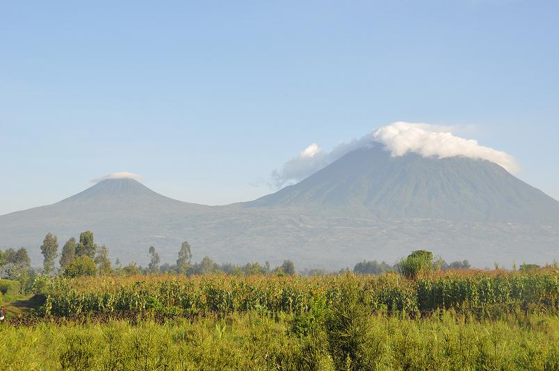 Entlang der Virunga Vulkankette nach Uganda