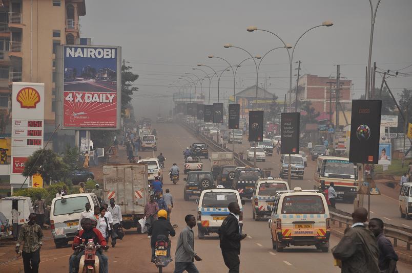 Abgasdunst in Kampala - Bitte Luft anhalten