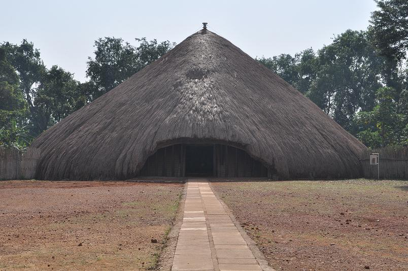 Weltkulturerbe Kasubi Tombs - frueherer Palast und jetzige Begraebnissstaette der Buganda Koenige