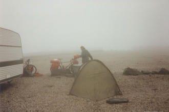 Zelten am Nordkapp zwischen Wohnmobilen