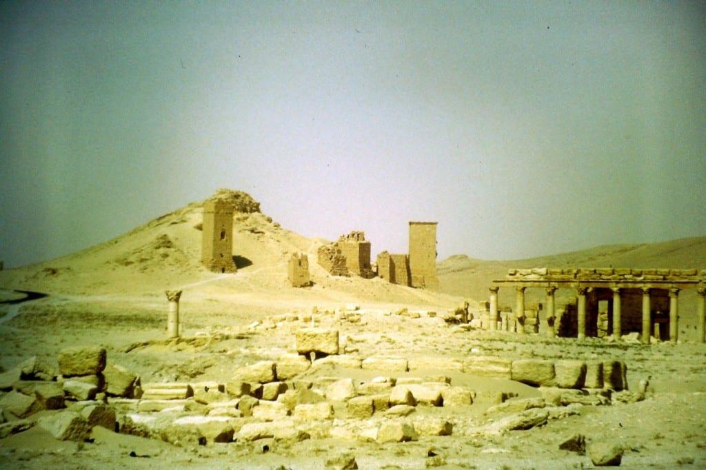 Ruinenstädte längst versunkener Kulturen tauchen plötzlich in der Wüste auf