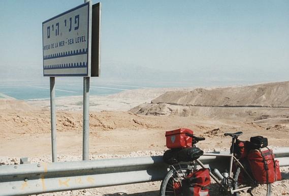 Endlich auf 0 Meter Höhe - der Aufstieg vom Toten Meer in die Negev ist Schwerstarbeit