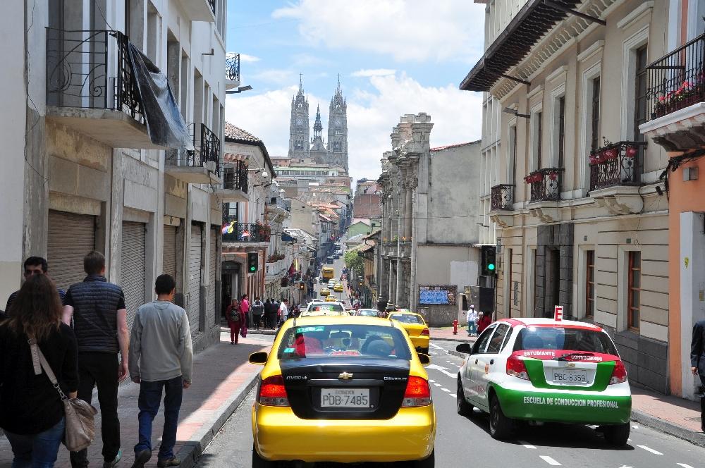 Die Basilika Quitos mit ihren eindrucksvollen Türmen