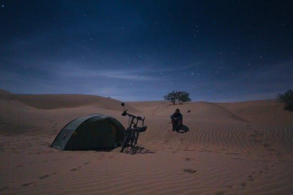 Eine Nacht in der Thar-Wüste in Indien © http://www.onemanonebikeoneworld.com/