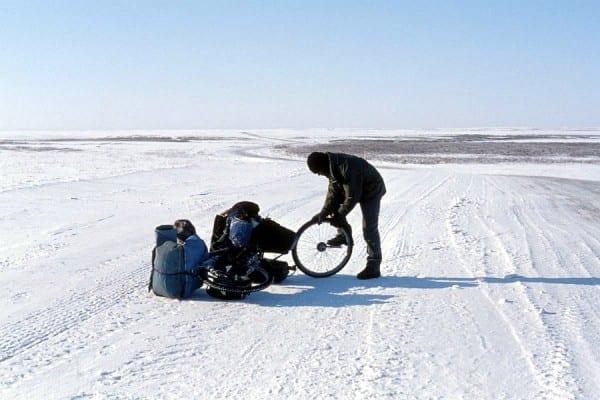 Nordrussland 2010 – Radreparatur in der Tundra © www.lonelytraveller.de