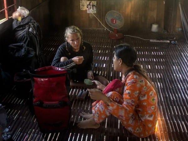Wie isst man eine Lotusblume? Gespräch in Kambodscha © www.tastingtravels.com