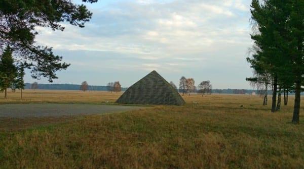 Die Knick-Pyramide im Camp Reinsehlen
