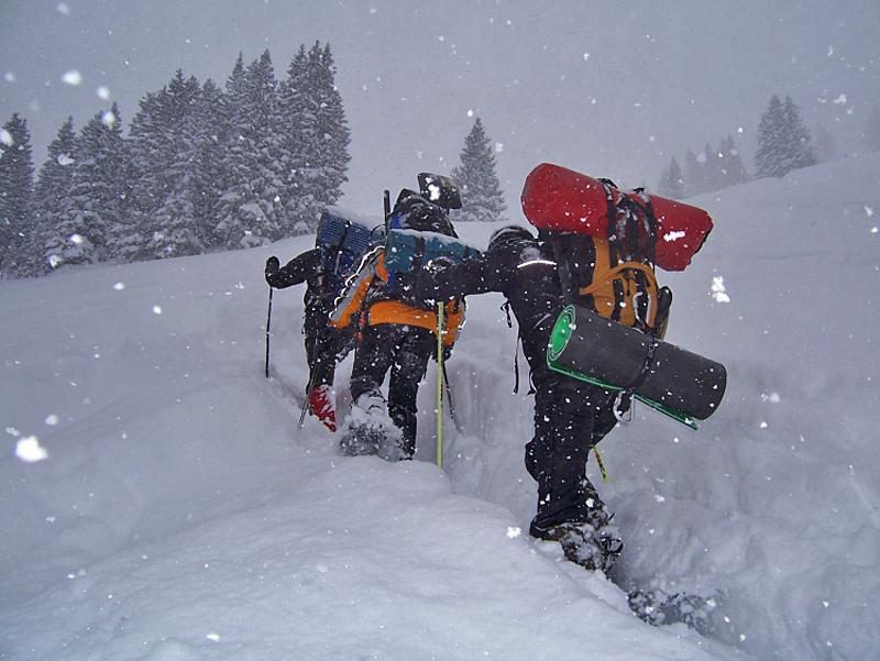Hoch hinauf ins Biwak mit Schneeschuhen