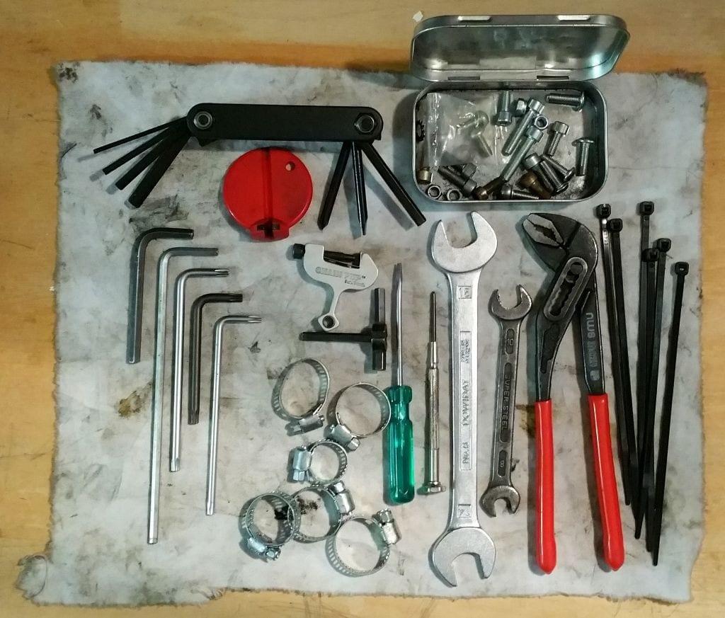 Mein Werkzeug unterwegs. Nicht auf dem Bild: ein 8mm Inbus für die 4-Kant-Kurbeln