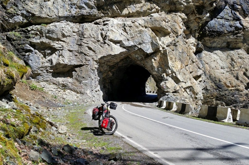 Viele Tunnel gibt es im unteren Abschnitt der Strecke nach Mestia