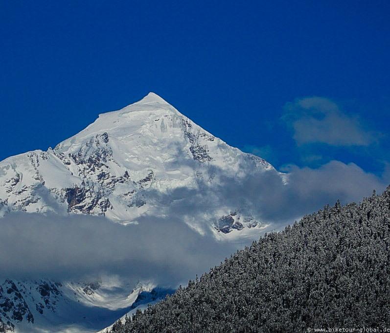 Blick auf den Tetnuldi (4.858 m)