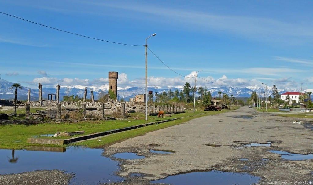 Immer die Berge im Blick - auf dem Weg in den hohen Kaukasus