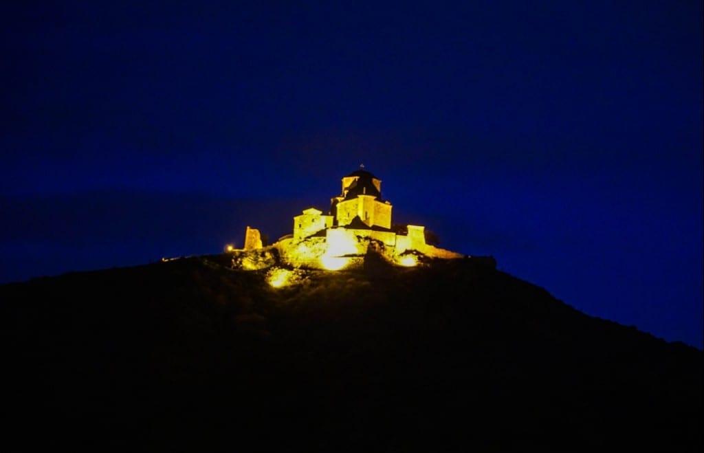 Das Jvari Kloster bei Nacht