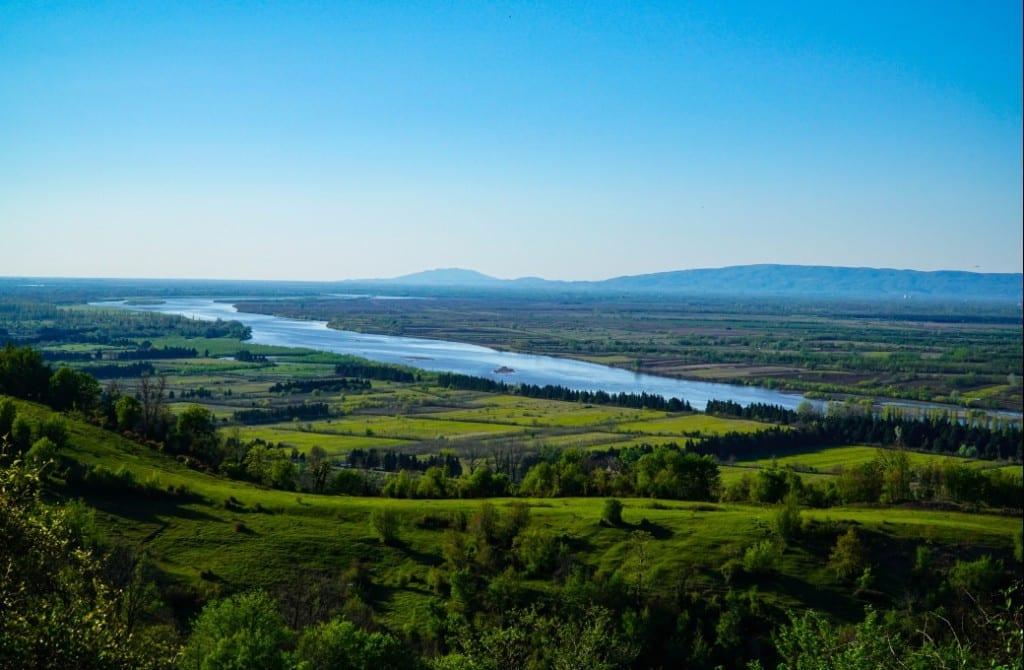 Phantastischer Blick auf den Rioni-Fluss