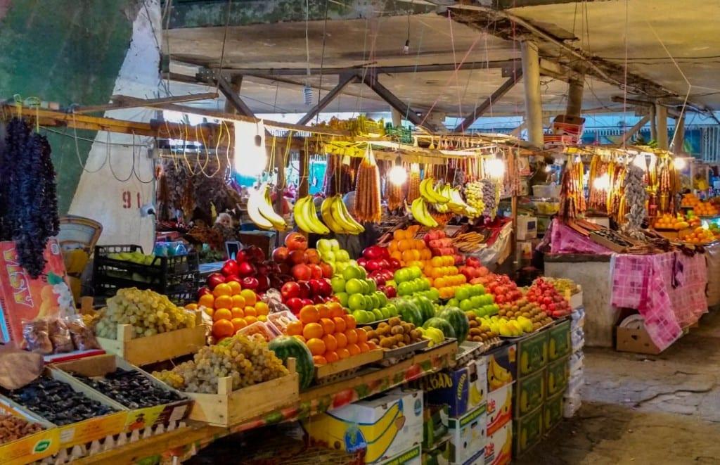 Obststand im Markt von Kutaissi