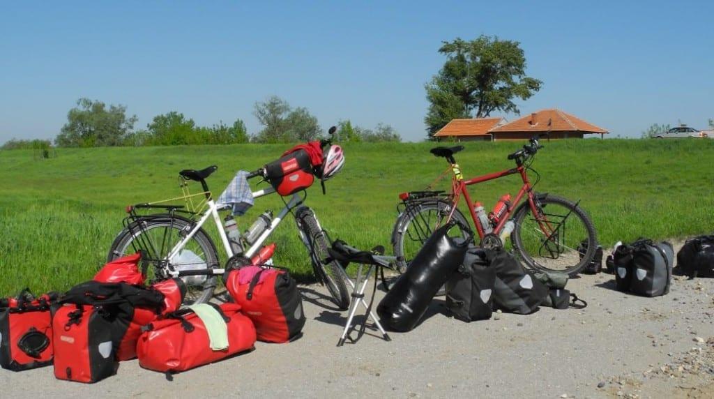 Die Fahrräder von Sabine und Jens in Serbien © fahrradnomaden.de