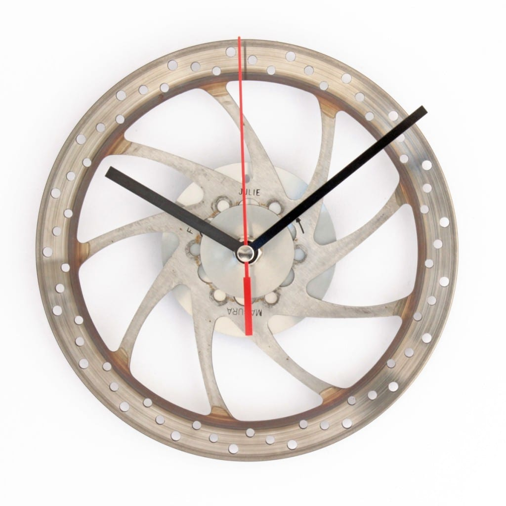 Wanduhr aus Bremsscheibe © Recycling Products