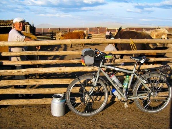 Dorothees Fahrrad in der Mongolei © www.dorothee-fleck.com