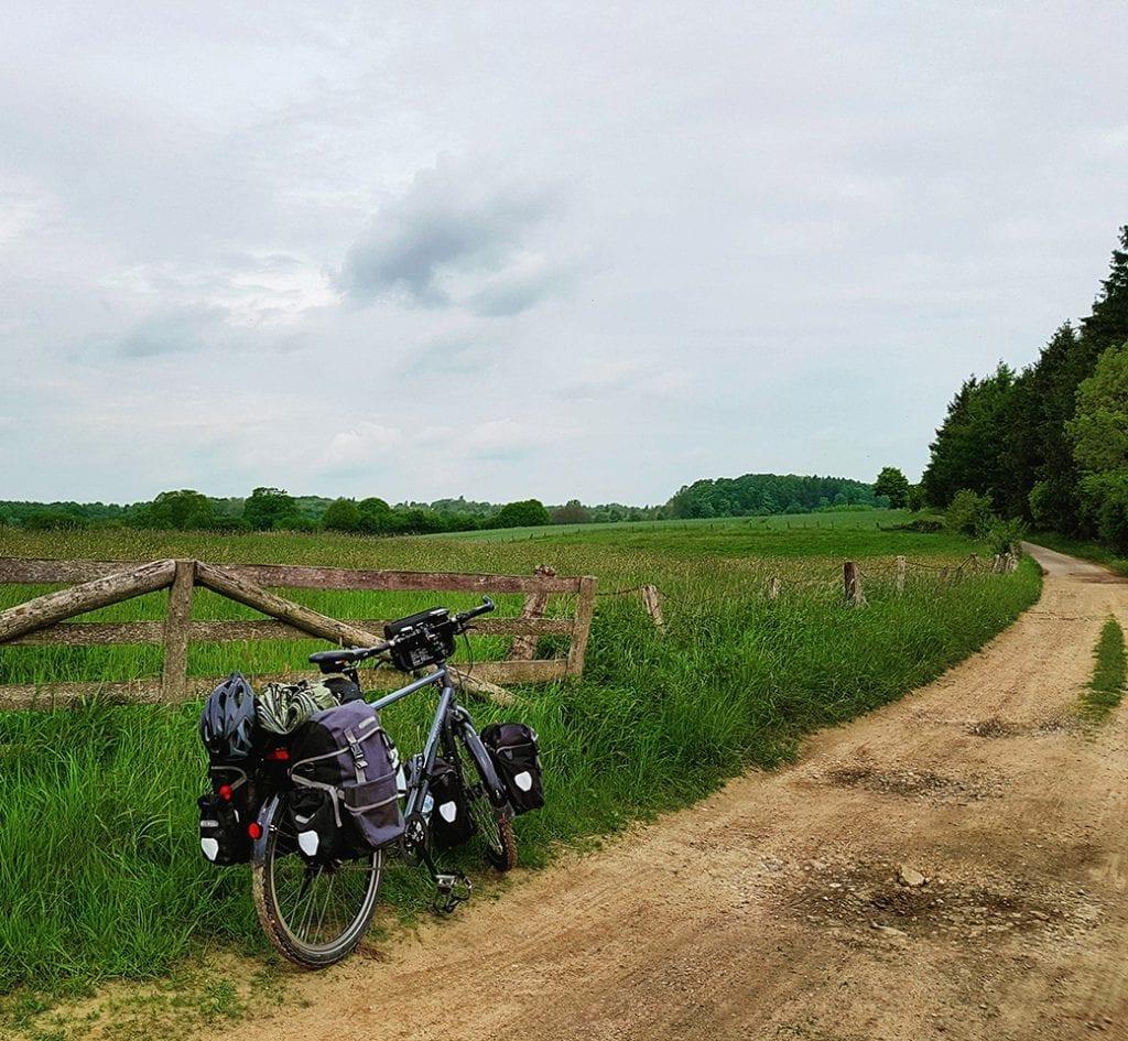 Unterwegs auf einsamen Feldwegen