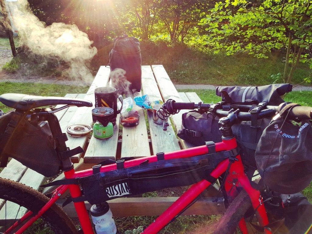 Egal ob Bikepacking oder Radreise - ohne Morgen-Kaffee geht nix