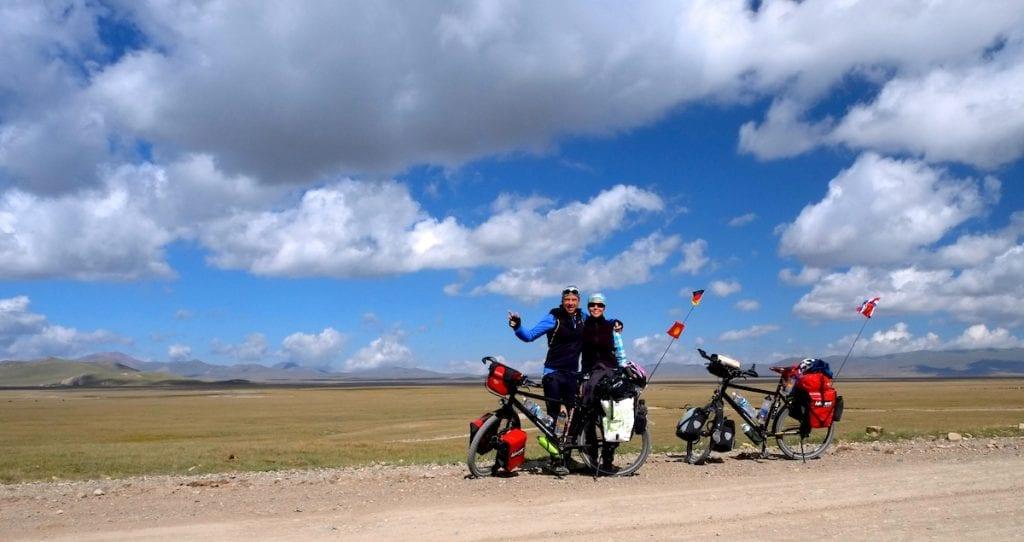 Bärbel und Johan mit ihren Rädern © 2cycletheworld