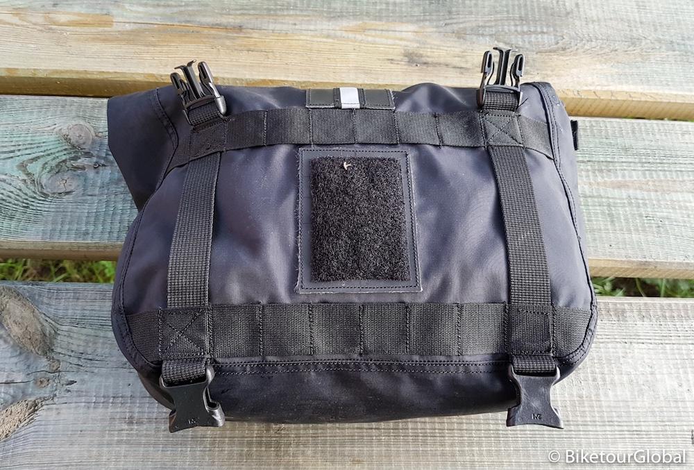 Die Fronttasche von hinten